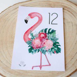 Mesero boda tropical Nicasia con flamenco, transporta a tus invitados a una isla perdida - The Sweet Dates
